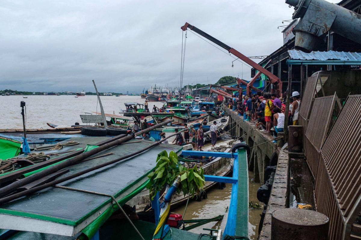 boats at San Pya wholesale fish market