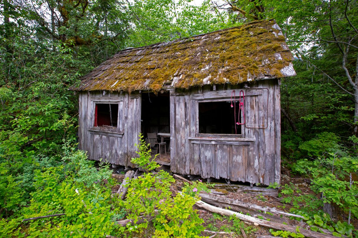 An old cabin at the head of Wuikinuxv Lake