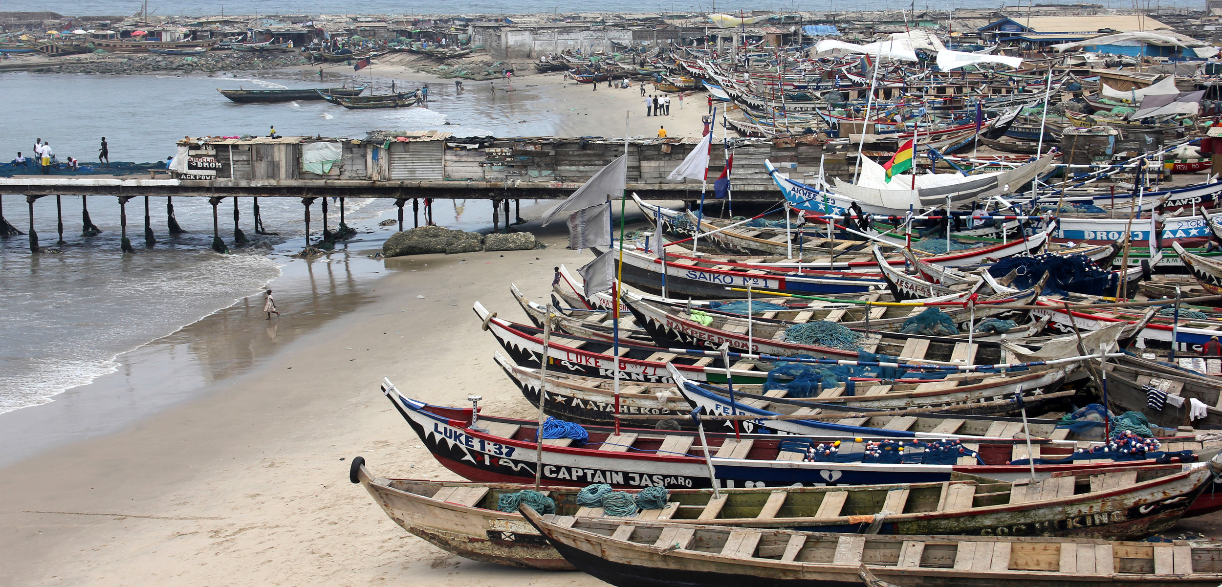 In West Africa, millions of fishers—both industrial and artisanal—are competing for a slice of the catch. Photo by Sabena Jane Blackbird/Alamy Stock Photo