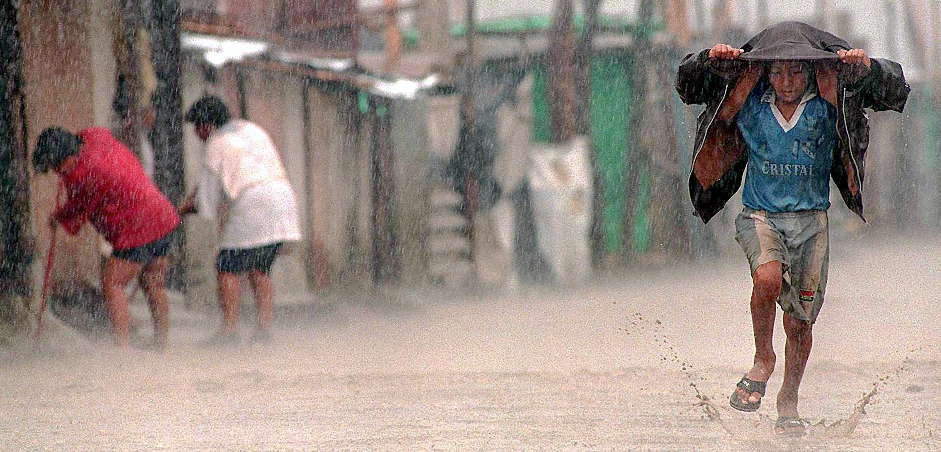 In northern Peru, a devastating El Niño in 1997 and 1998 brought torrential rain, flooding, and outbreaks of cholera and malaria. Photo by Jaime Razur/Getty