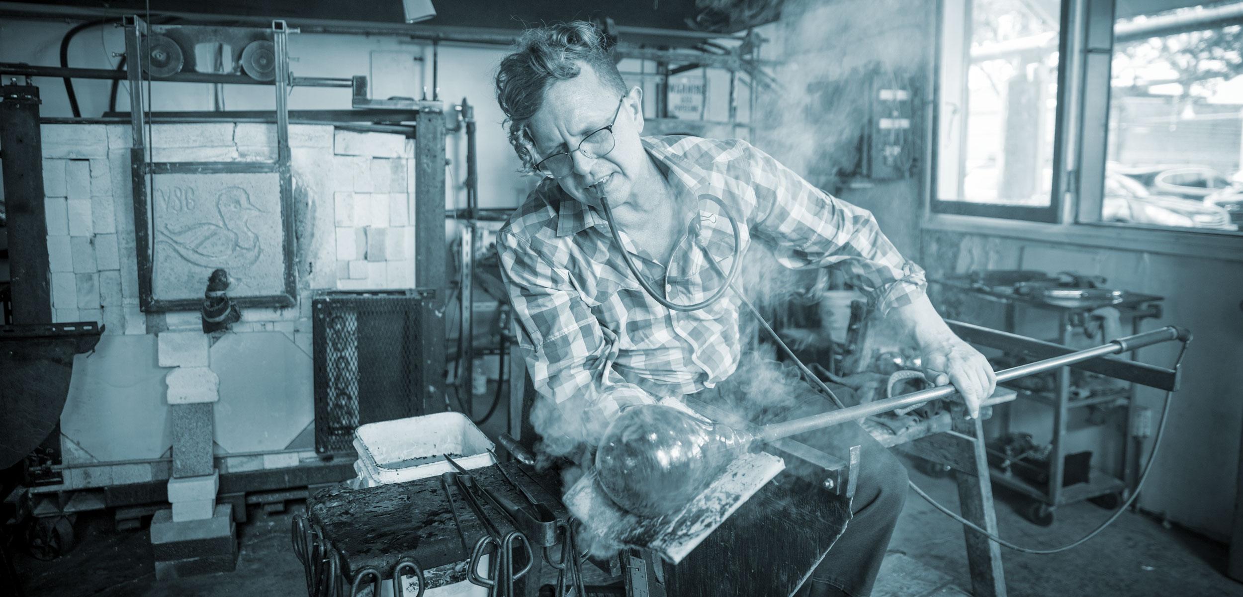Benjamin Kikkert, at work in his studio