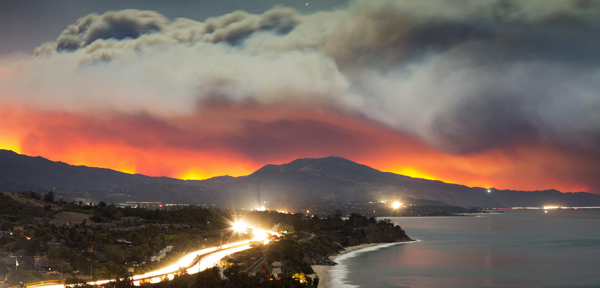 photo of the Tomas Fire in California, December 2017
