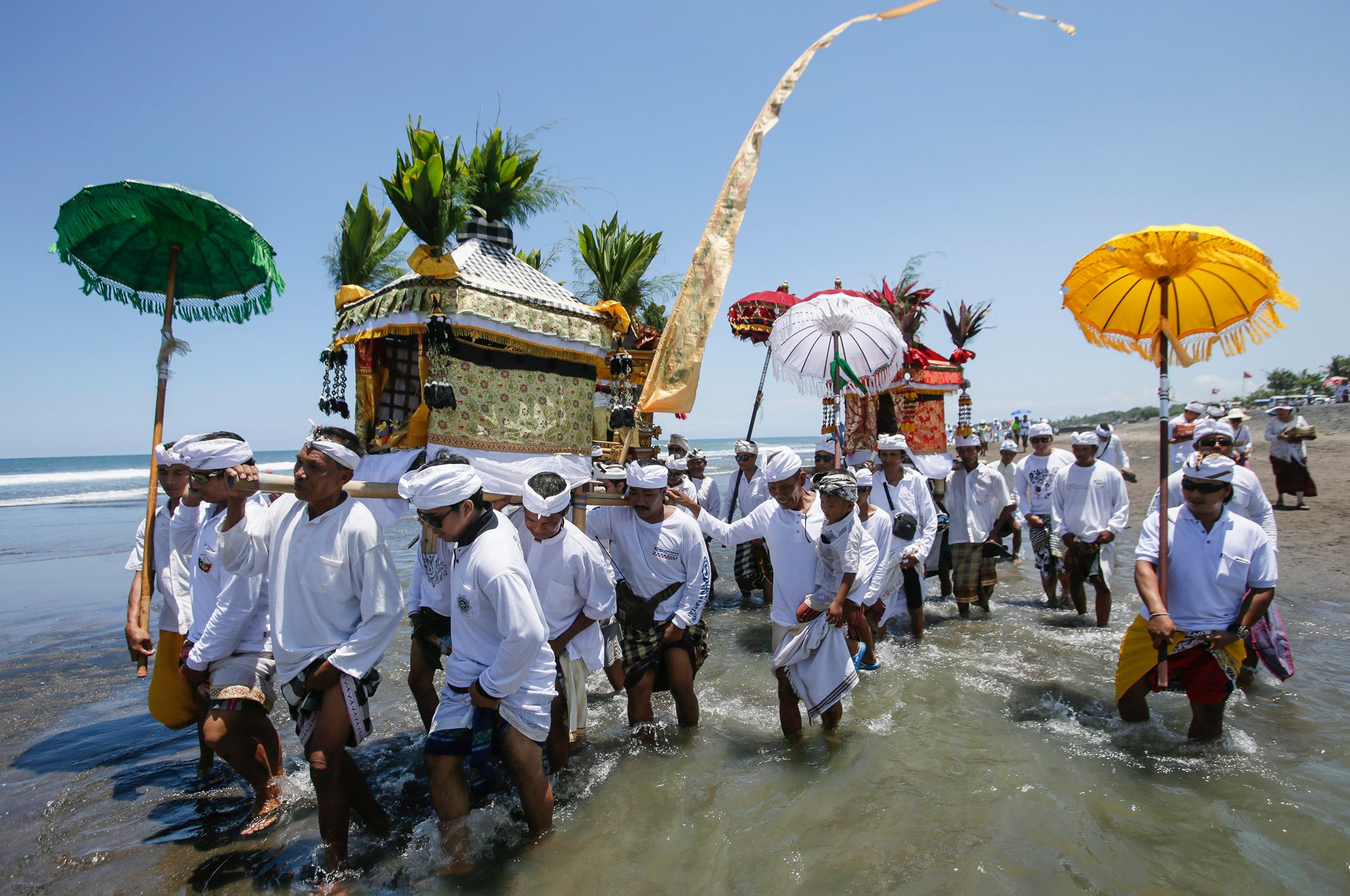 Ceremonies at Sea   Hakai Magazine