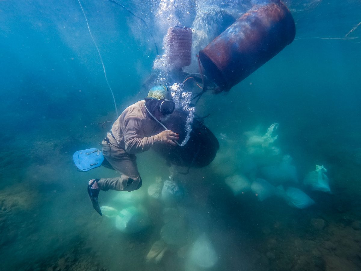 underwater gold miner in the Philippines