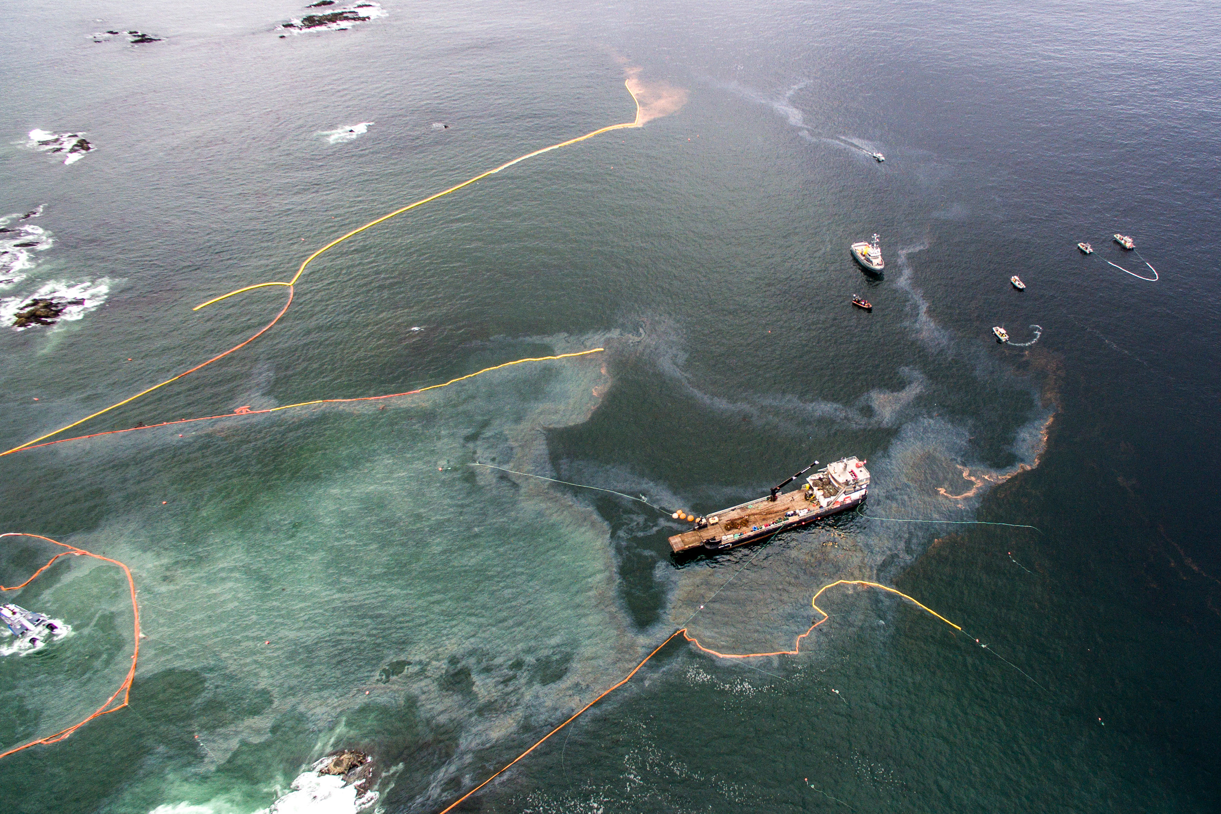 Aerial photo of the Nathan E. Steward oil spill near Bella Bella, British Columbia
